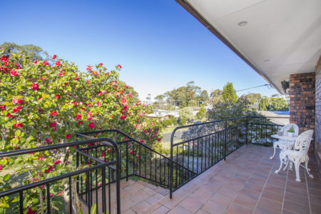 57 Carroll Ave Mollymook Beach - Relaxed Homely Retreat